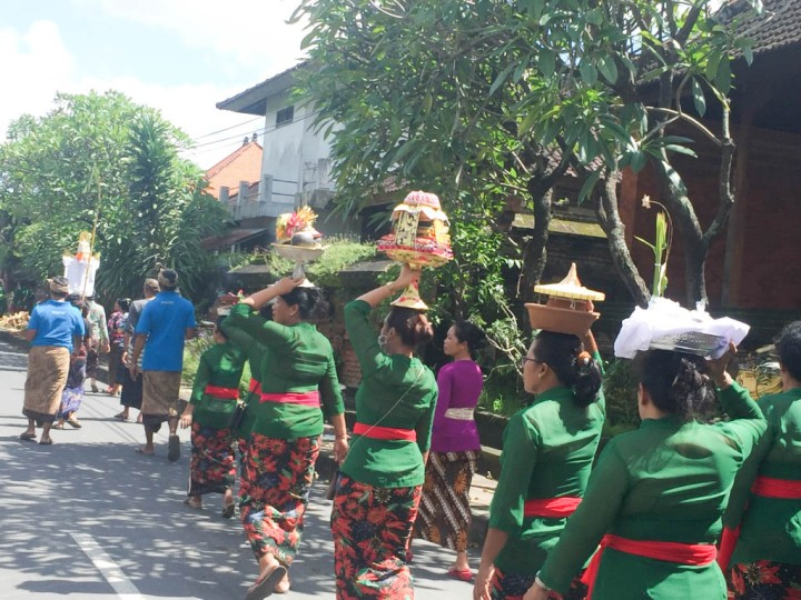 A funeral procession in Zadar, Indonesia